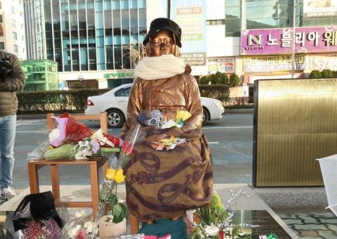 朝日新聞 慰安婦像 アメリカ 韓国 仲介 ケリー米国務長官 願望
