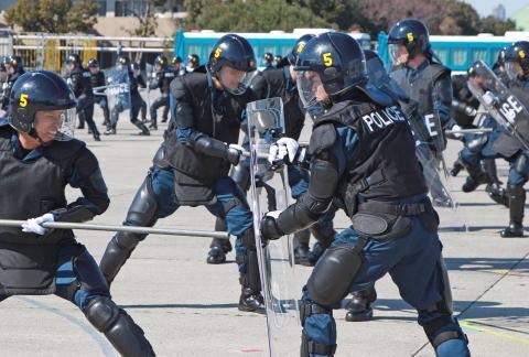 信州毎日新聞 左翼 機動隊 暴徒鎮圧訓練 パヨク