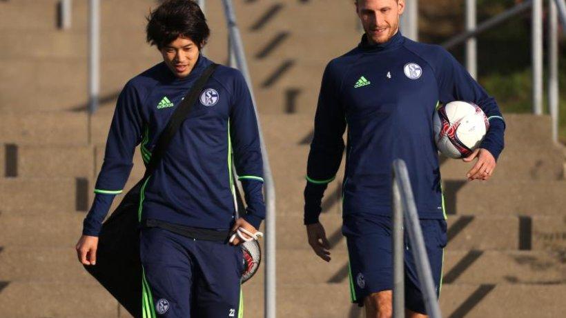 Nach langer Zwangspause Japaner Uchida bei Schalke 04 wieder im Teamtraining