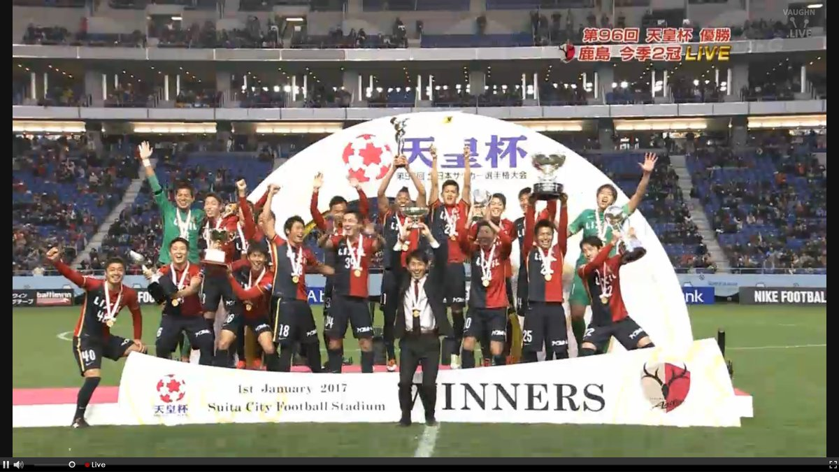 Champions Kashima Antlers Ogasawara conceded coach Ishii the opportunity to lift the trophy first