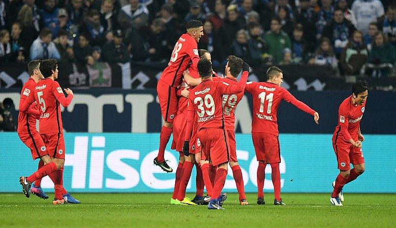 Alex Meier schießt Eintracht zum Sieg auf Schalke