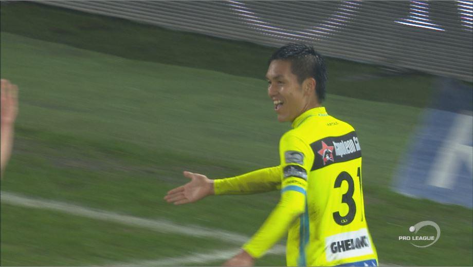 Steppe grijpt naast de bal en raakt Kubo in de zestien, de Japanner zet zelf de daaropvolgende strafschop om 0-1