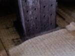 160903 (71)山川醸造たまり醤油_木桶内部(管の穴)