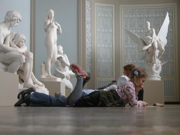 子供 銅像 勉強