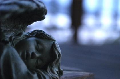 睡眠 銅像 子供