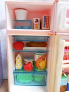 冷蔵庫とリカちゃんたち 004