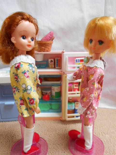冷蔵庫とリカちゃんたち 002