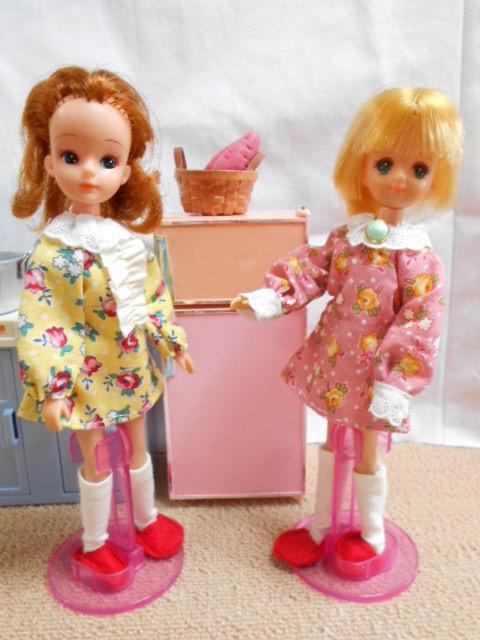 冷蔵庫とリカちゃんたち 001