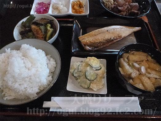 ビュッフェスタイルの食べ放題ランチ015