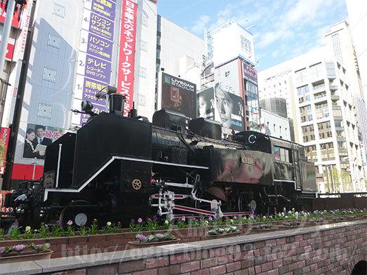 新橋駅前でランチタイム036