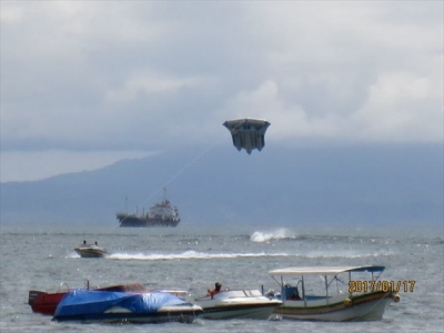 バリの海に飛ぶ