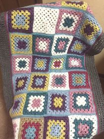 手編みの膝掛け