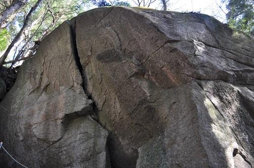 岩塚巨石2
