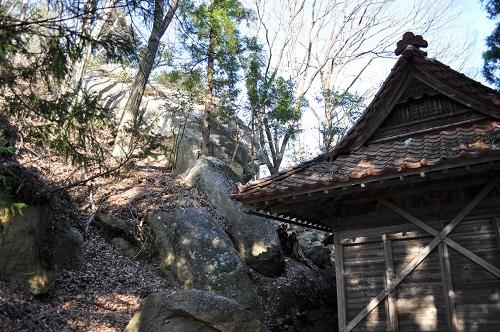 稲荷神社奥の岩