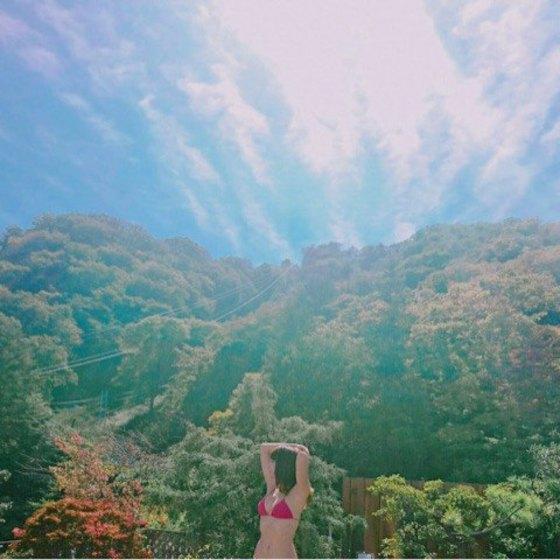 久松郁実 ヤンマガの温泉ビキニFカップ巨乳谷間 画像35枚 6