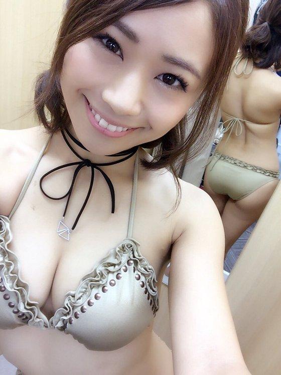 安枝瞳 カレンダー販促握手会のむっちりお尻 画像30枚 28