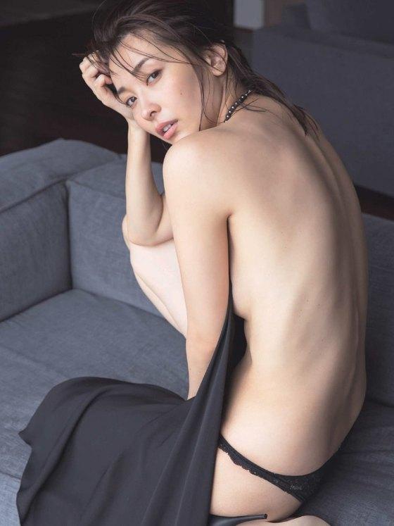 山崎真実 ヤングチャンピオンのノーブラハミ乳グラビア 画像27枚 18