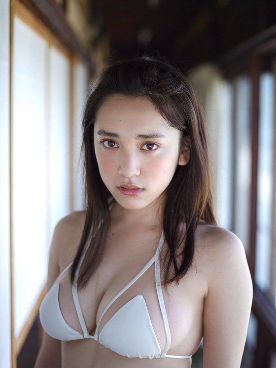 都丸紗也華 週プレの下着姿Fカップ垂れ乳巨乳グラビア 画像22枚 19