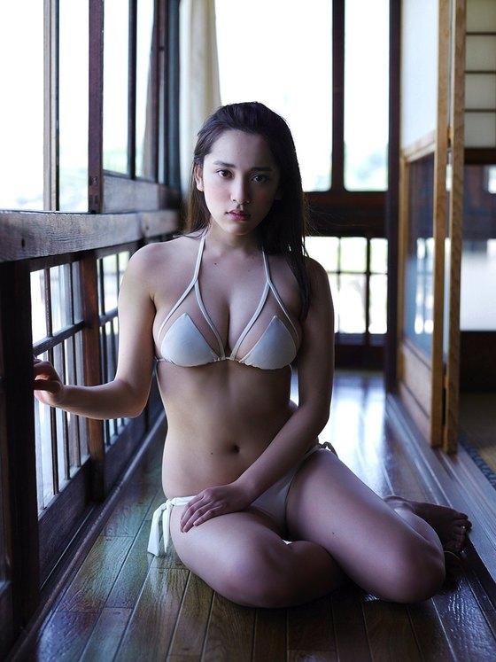 都丸紗也華 週プレの下着姿Fカップ垂れ乳巨乳グラビア 画像22枚 21