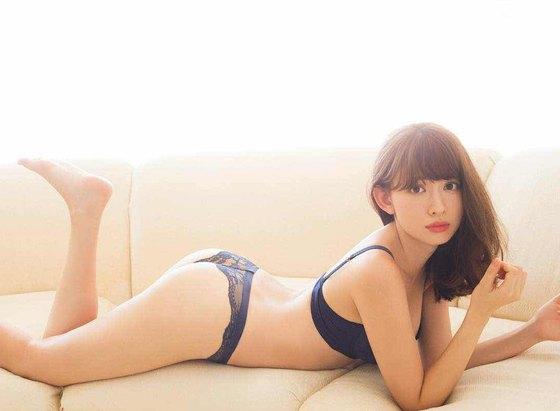 小嶋陽菜 フライデー写真集の下着姿Dカップ谷間グラビア 画像29枚 11