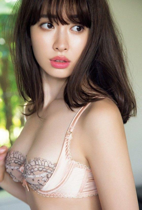 小嶋陽菜 フライデー写真集の下着姿Dカップ谷間グラビア 画像29枚 13