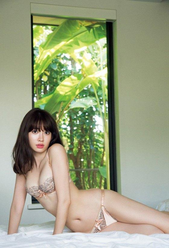小嶋陽菜 フライデー写真集の下着姿Dカップ谷間グラビア 画像29枚 9