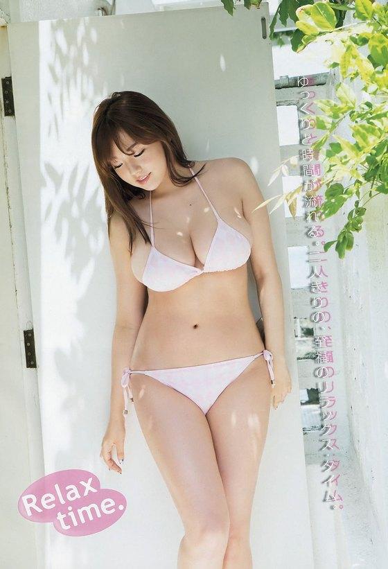 篠崎愛 ヤングチャンピオンの水着姿Gカップ爆乳グラビア 画像28枚 11