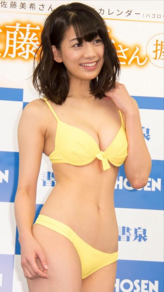 佐藤美希 カレンダー販促イベントの水着姿Fカップ谷間 画像30枚 13