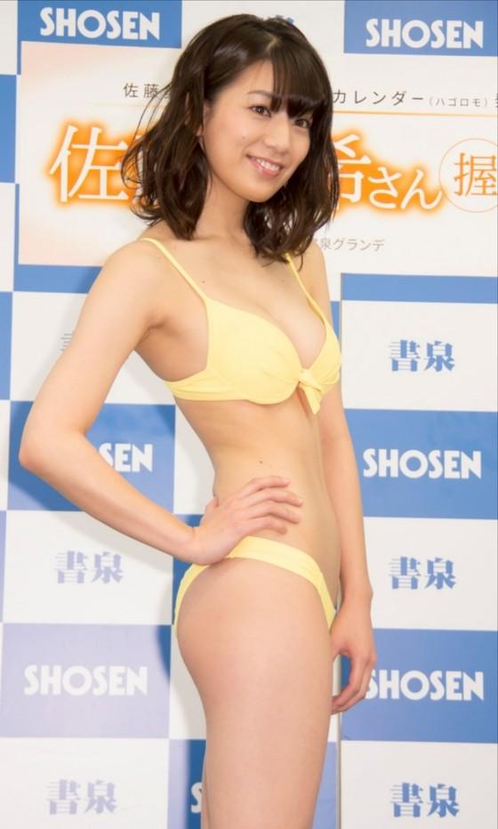 佐藤美希 カレンダー販促イベントの水着姿Fカップ谷間 画像30枚 17