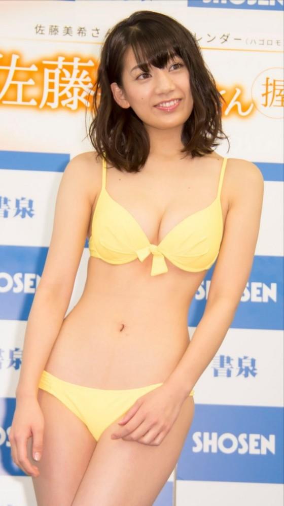 佐藤美希 カレンダー販促イベントの水着姿Fカップ谷間 画像30枚 19