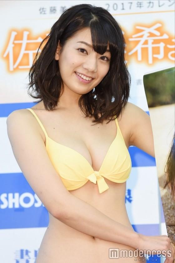 佐藤美希 カレンダー販促イベントの水着姿Fカップ谷間 画像30枚 1