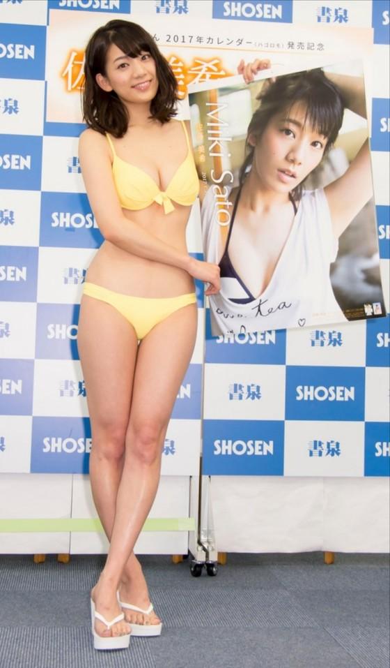 佐藤美希 カレンダー販促イベントの水着姿Fカップ谷間 画像30枚 23