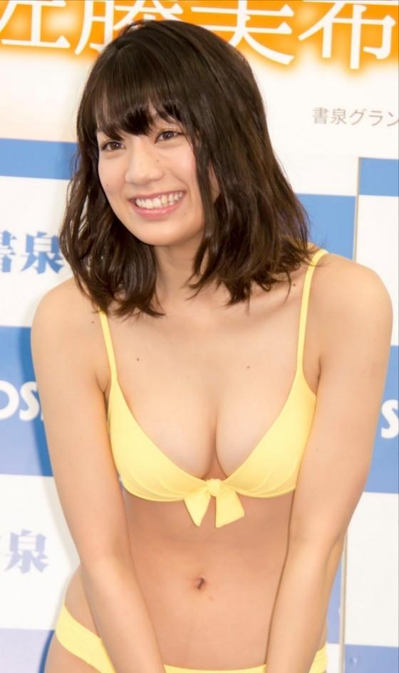 佐藤美希 カレンダー販促イベントの水着姿Fカップ谷間 画像30枚 25