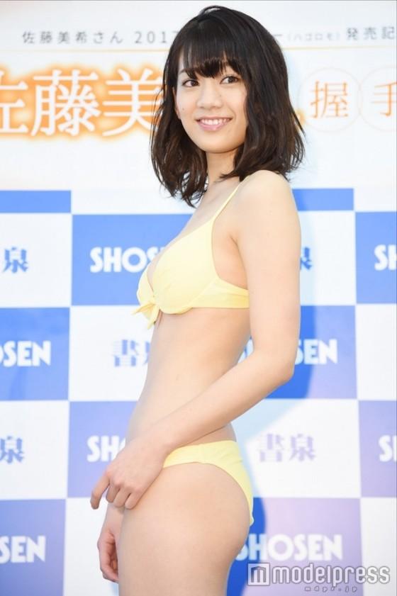 佐藤美希 カレンダー販促イベントの水着姿Fカップ谷間 画像30枚 8