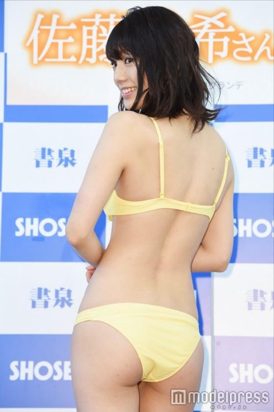 佐藤美希 カレンダー販促イベントの水着姿Fカップ谷間 画像30枚 9