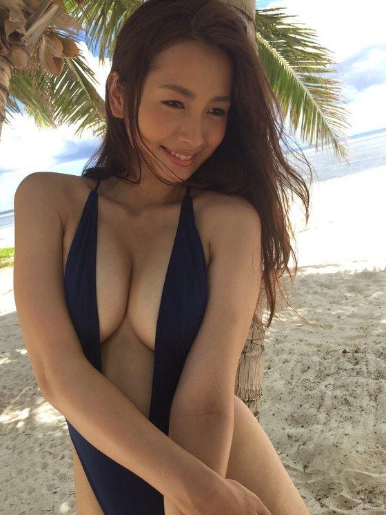 殿倉恵未 take offのGカップ爆乳&股間食い込みキャプ 画像41枚 39