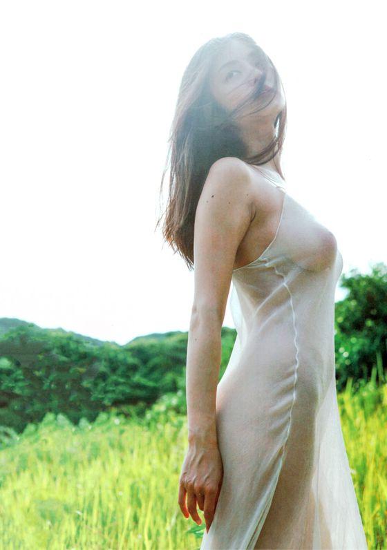 片山萌美 ヘアヌードを披露した写真集Rashin先行ショット 画像13枚 2
