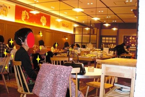 ベルばらカフェ ご婦人2