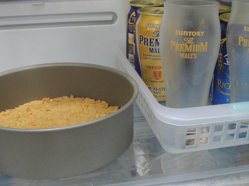 土台は冷蔵庫に入れて冷やして置きます