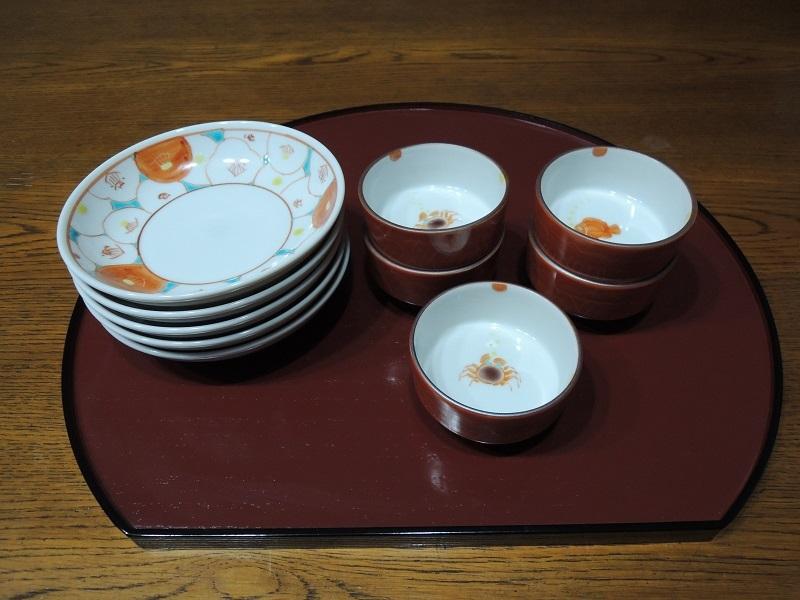 カニと魚の小鉢 花柄のお皿