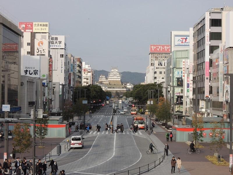 姫路駅からお城が正面に見えます