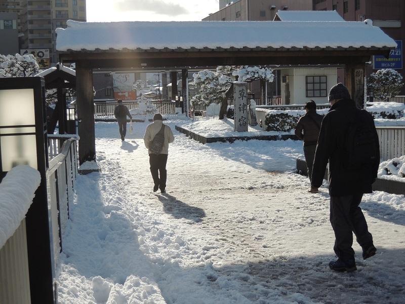 草津駅も同じように雪でした