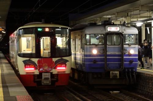 信越本線快速+日本海ひすいライン普通列車 直江津駅