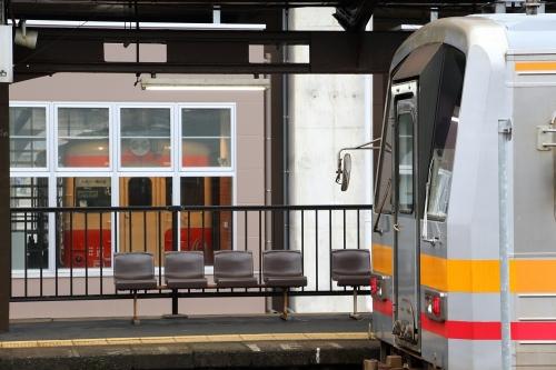 大糸線普通列車とキハ52