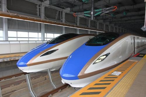 はくたか553号+558号 糸魚川駅