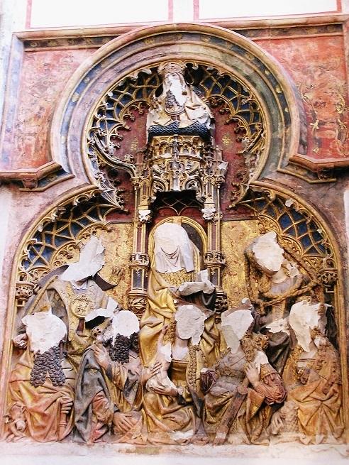 16世紀の宗教改革時に起こった聖像破壊運動によって顔面を破壊された教会の彫刻(ユトレヒト州のドム教会)
