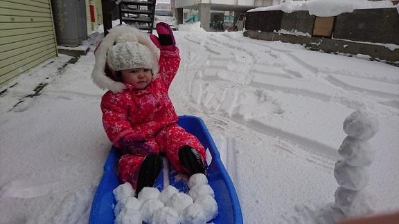 雪遊びラストは雪玉!