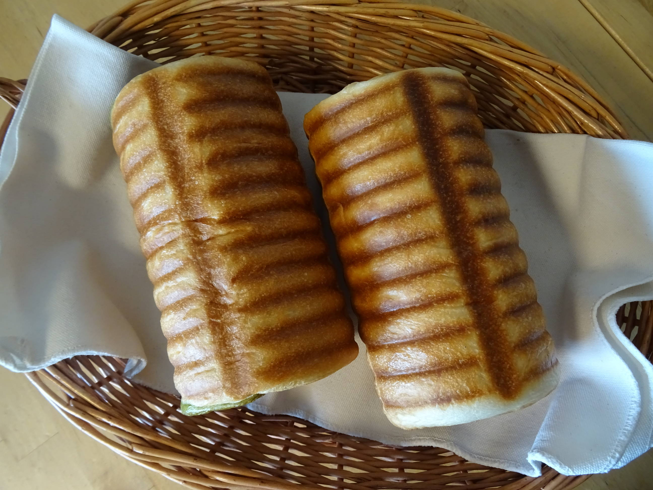 大納言と抹茶の渦巻きパン1