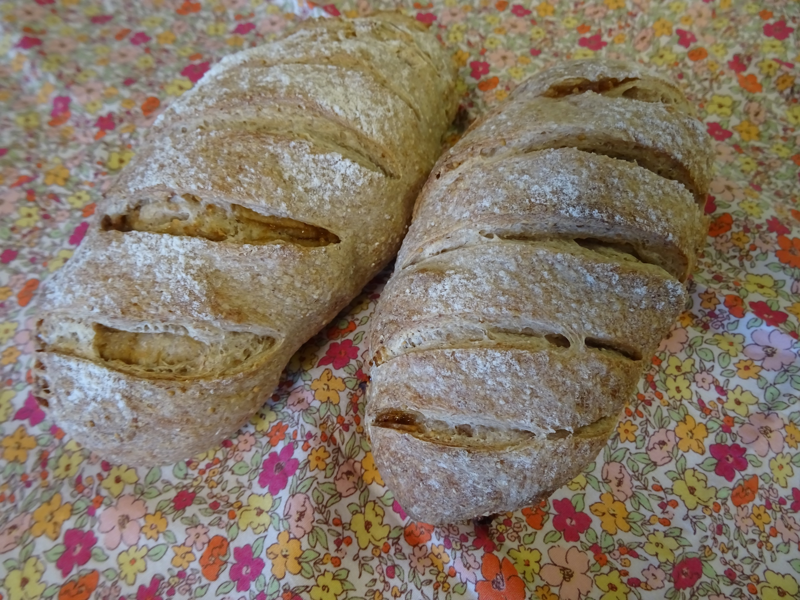 無花果のライ麦パン&バゲット2