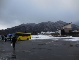 はとバスと山々